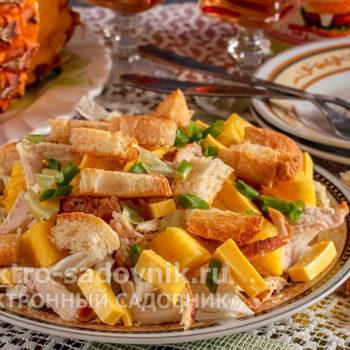 салат Обалденный с сухариками
